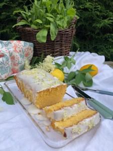 Holunderblüten-Zitronen-Joghurt-Kuchen – Sommerglück pur!