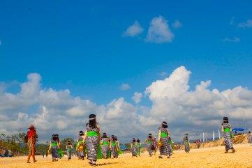 Udah kaya khalifah-khalifah di padang pasir