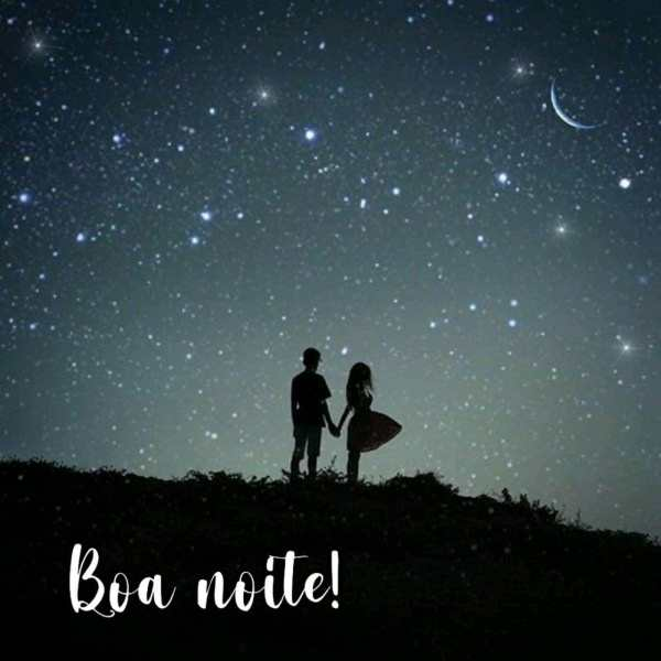 foto de casal olhando para lua