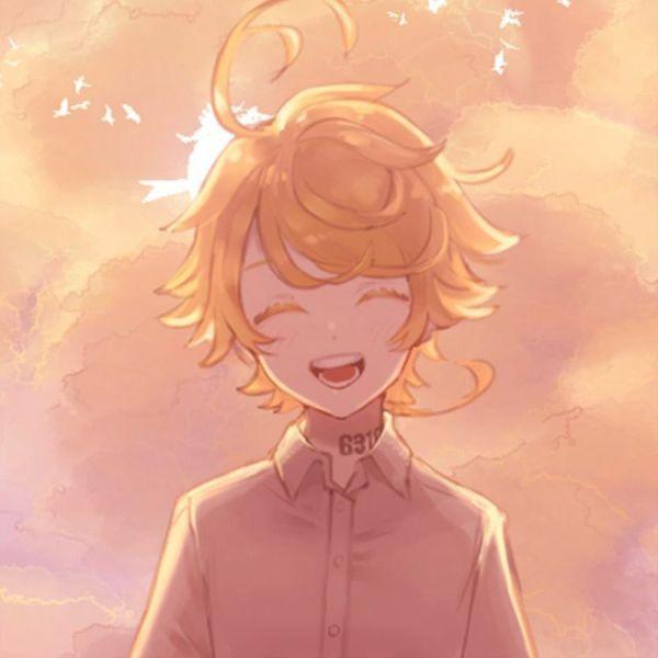 menininho com um lindo sorriso no rosto