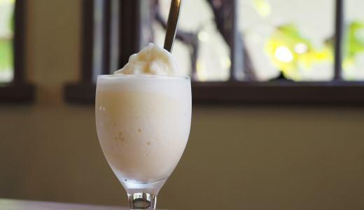 倉敷美観地区「喫茶エル・グレコ」木漏れ日が美しい、古き良き喫茶店のミルクセーキ。特製チーズケーキも絶品