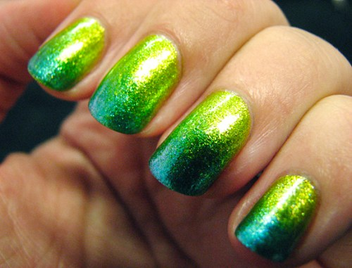 Sparkly green ombre! Source.