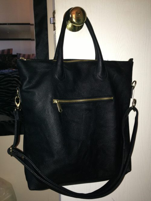 I love this bag! I actually had my laptop with me since I needed it for my Apple visit, so I was able to put it in the tote & try it out. I love the simple look, the extra pockets & the long/short strap options - huge bonus! (H&M, $24.00)