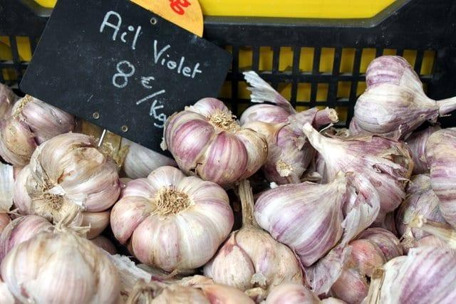 garlic in the farmers market