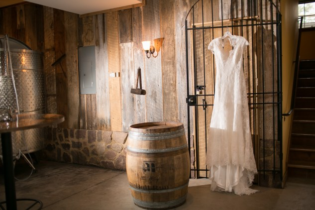 winery-bull-run-wedding-red-grey-photo-29