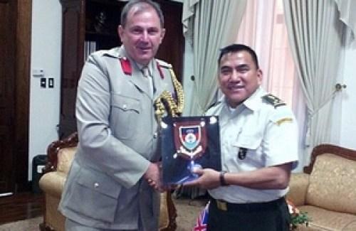 Coronel David Strawbridge y General Mynor Francisco Mus Tujab
