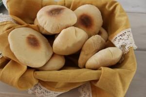 Delicious, puffy, homemade pita bread!