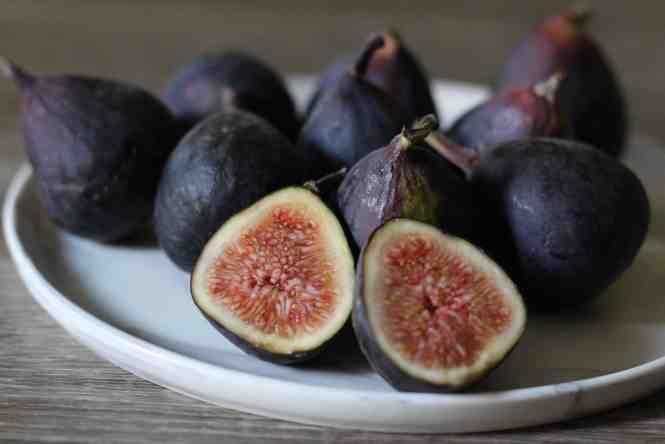 fig & pistachio pavlova