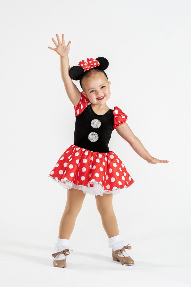 Girl in Minnie Mouse costume