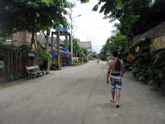 Caminando por las calles de Mompiche