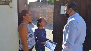 Photo of Toño Mejía entrega becas a estudiantes