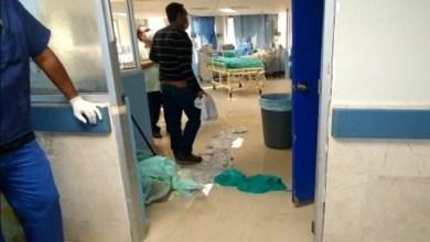 Photo of Cae plafón y aguas negras sobre niña con covid en hospital