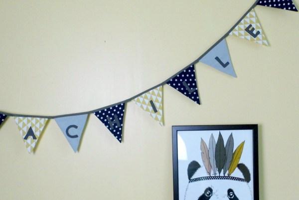 guirlande-fanions-personnalisable-prenom-deco-chambre-bebe-jaune-moutarde-bleu-marine-navy-gris-motifs-geometriques-etoiles-personalized-name-banners-baby