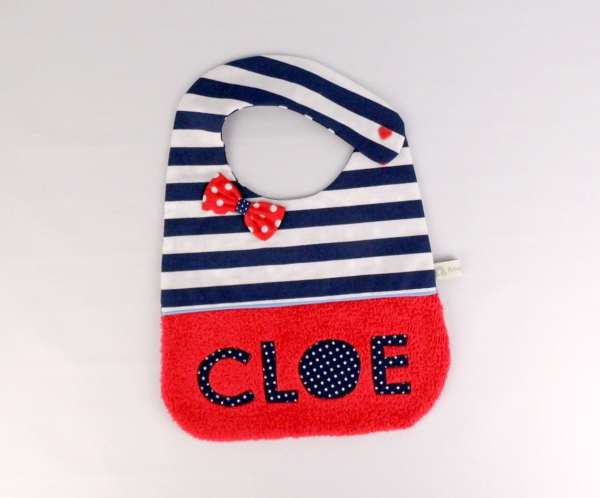 bavoir-original-fille-personnalise-prenom-cloe-marin-rouge-bleu-blanc-liste-naissance-cadeau-bebe-personnalise-noel-bapteme