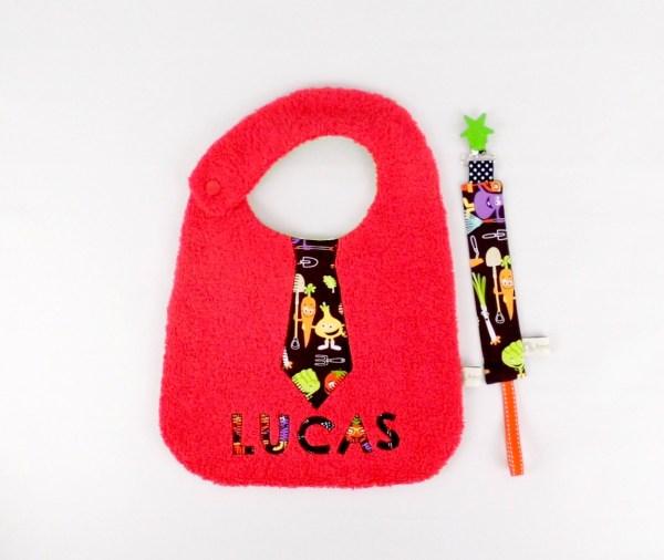 bavoir-brode-lucas-personnalisable-prenom-rouge-noir-cadeau-bebe-original-unique