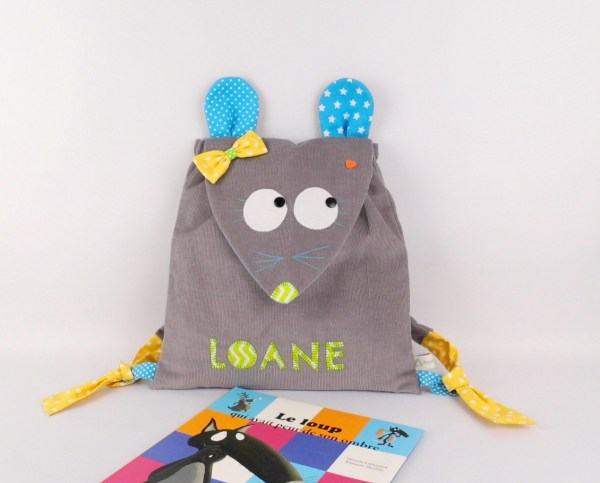 sac-a-dos-souris-brode-prenom-loane-ecole-maternelle-sac-personnalisable-enfant-fille-gris-vert-turquoise-jaune-mouse-personalized-backpack