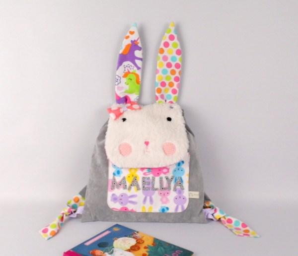sac-a-dos-lapin-enfant-brode-prenom-maellys-sac-personnalise-prenom-fille-gris-rose-licorne-rabbit-baby-backpack