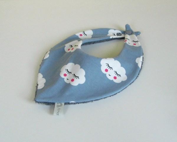 foulard-bebe-bandana-gris-nuages-cadeau-naissance