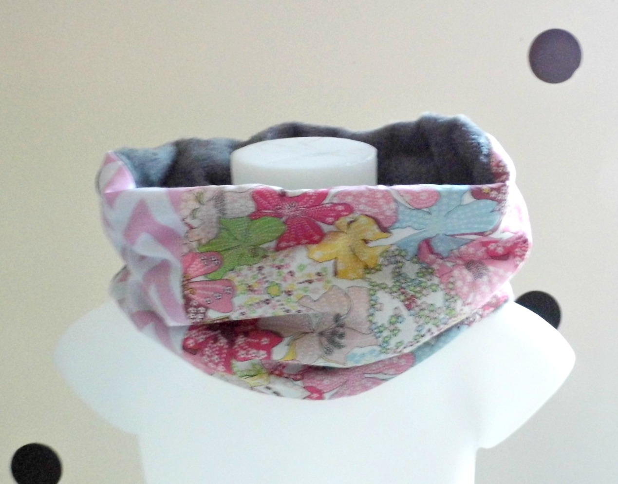 Echarpe-tube-fille-liberty-mauvey-rose-poudre-gris-clair 20c336594c2