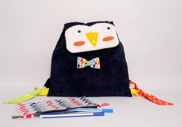 sac-a-dos-enfant-pingouin-personnalisable-prenom-bleu-marine-orange-sac-creche-bebe-toddler-backpack
