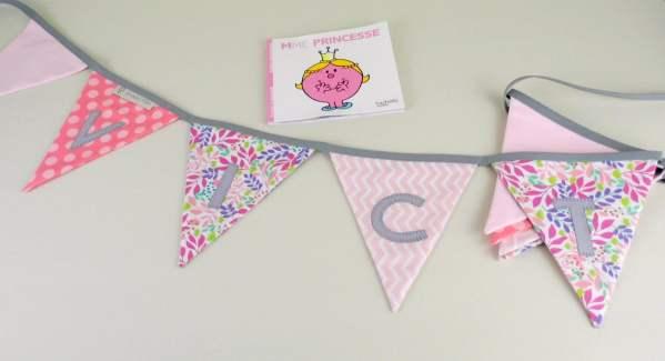 banderole-guirlande-decoration-chambre-fille-personnalisee-prenom-victoire-rose-poudre-liberty-gris-cadeau-naissance
