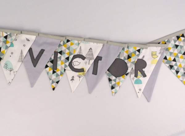 guirlande-fanions-personnalisee-prenom-victor-gris-jaune-moutarde-vert-menthe-decoration-chambre-bebe-bapteme