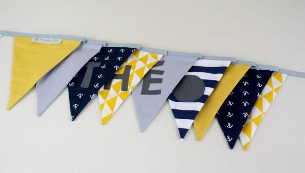 guirlande-decoration-style-marin-personnalisable-prenom-theo-jaune-moutarde-bleu-marine-decoration-chambre-bebe-bapteme