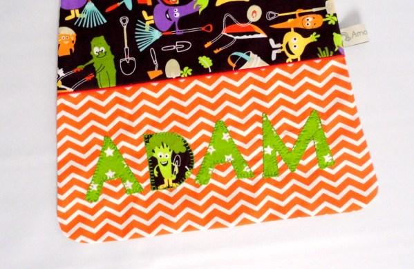 serviette-garcon-brodee-prenom-adam-orange-noir-grand-bavoir-elastique-cadeau-personnalise-enfant-prenom-gabriel
