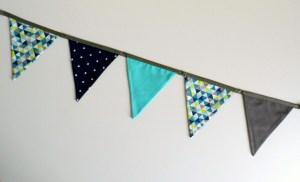 guirlande-fanions-motifs-scandinaves-triangles-bleu-turquoise-marine-vert-anis-gris-deco-chambre-enfant-personnalisable
