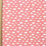 rose-corail-imprime-nuages-blancs