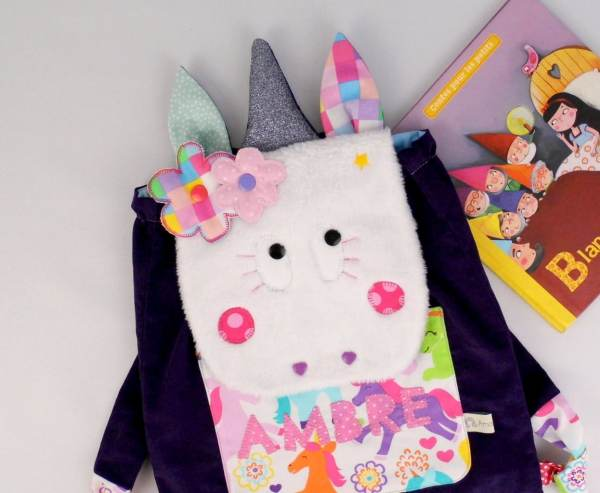 sac-bebe-licorne-personnalise-prenom-ambre-couleurs-violet-rose-glitter-sac-fille-maternelle-creche-sac-a-gouter-personnalisable-unicorn-backpack-with-name-purple-pink