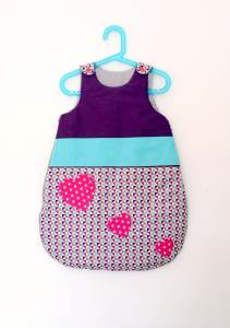 gigoteuse-fille-taille-naissance-violet-turquoise-rose-fuchsia-deco-chambre-bebe-fille-personnalisee
