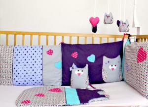 decoration-chambre-bebe-fille-violet-rose-bleu-liste-naissance-personnalisee-