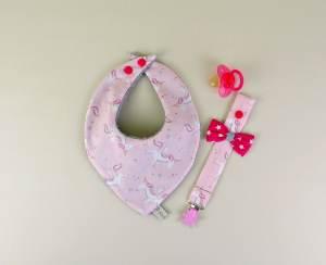 bavoir-bandana-personnalise-fille-rose-poudre-licorne-attache-tetine
