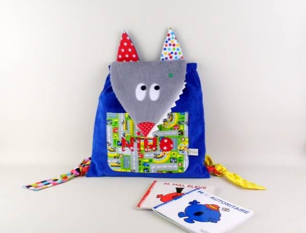 sac-maternelle-garcon-loup-personnalise-prenom-nino-bleu-rouge-cadeau-naissance-original-personnalise