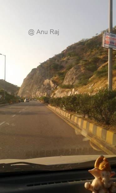 Passing through the hillocks (NH 19- Dausa Jaipur )