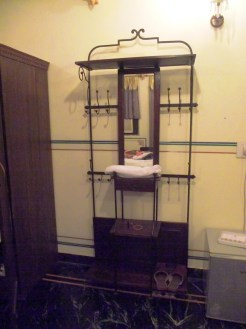 Dressing table - loved the design, R.No. 302