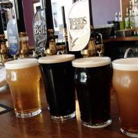 Sobre la pinta de cerveza tibia inglesa