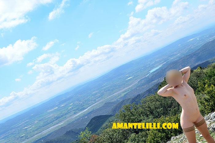 AmanteLilli-exhibe-nue-garrigue-provence-coquine-03