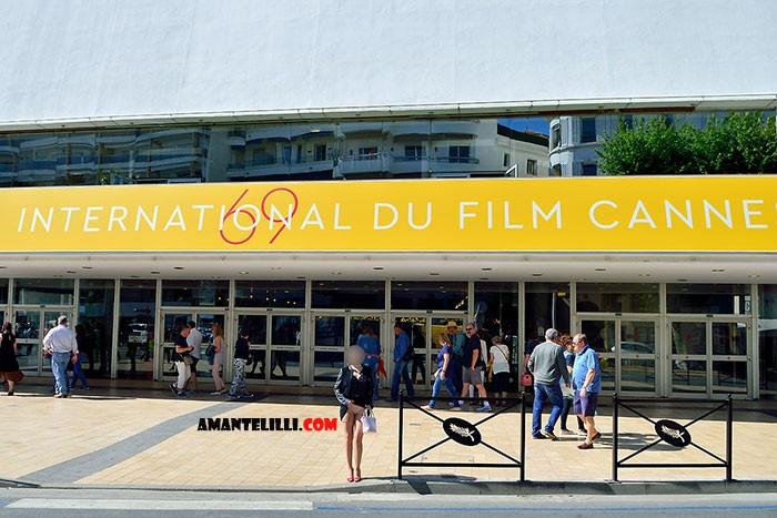 AmanteLilli-exhibe-sur-la-Croisette-à-Cannes-02