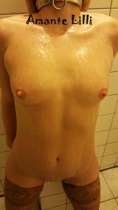 Amante Lilli se fait gicler dessus en bukkake au ciné porno l'Etoile
