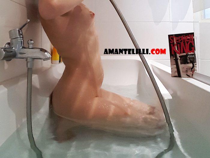 Amante-Lilli-sexy-dans-la-baignoire---05
