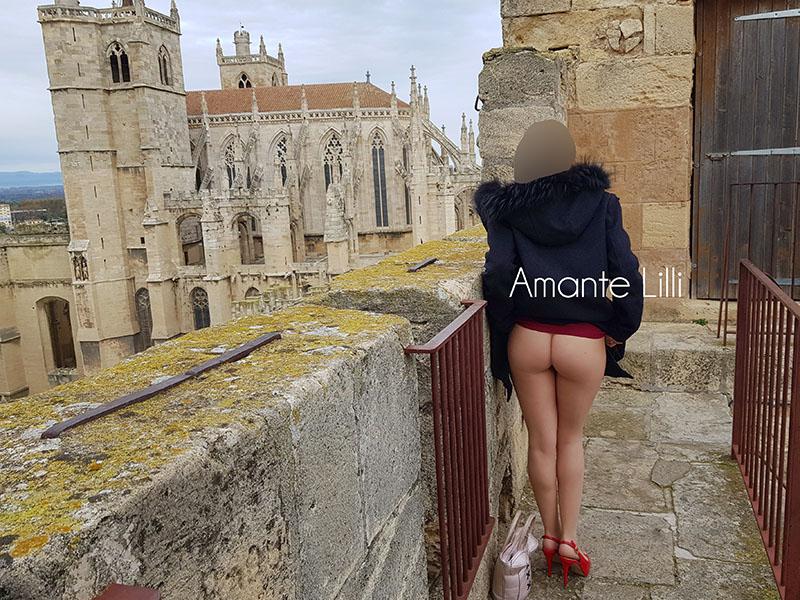 Nue sous ma robe et exhib à Narbonne, coquine dans le centre-ville et sexy en collants sans couture !
