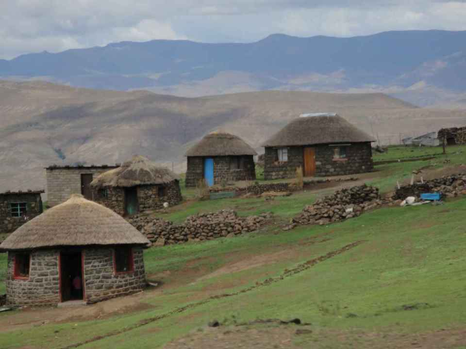 Aldeia de montanha no Lesoto