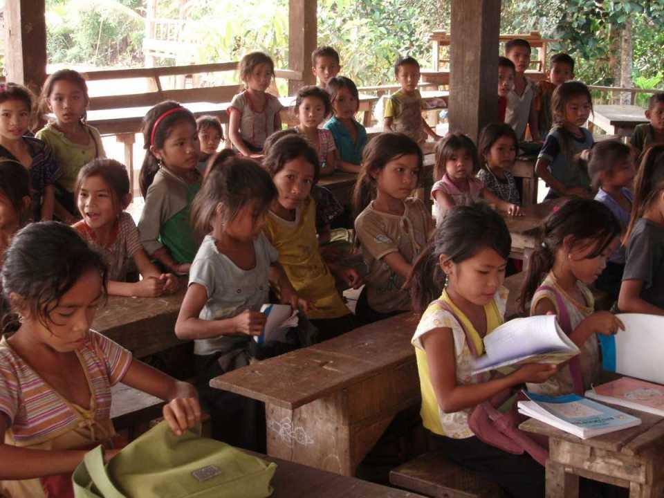 Escola no Laos