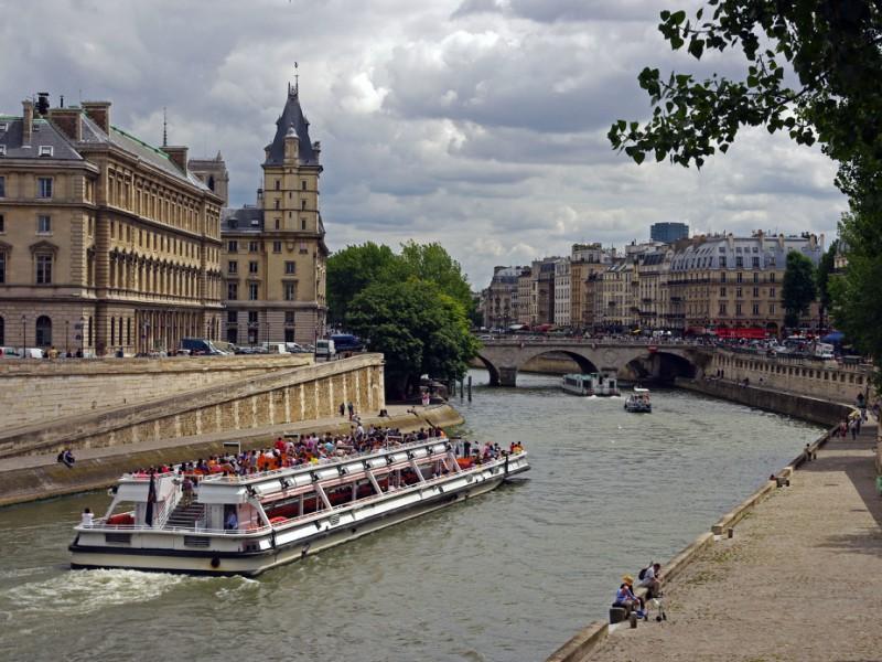 Rio Sena e o Bateaux Mouches