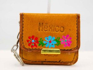 handmade-mexican-artisanal-tooled-leather-coin-purse-pouch-with-mirror-017