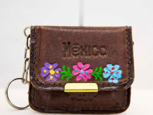 handmade-mexican-artisanal-tooled-leather-coin-purse-pouch-with-mirror-026
