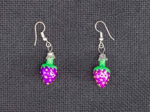 strawberry-hand-blown-glass-purple-earrings-034
