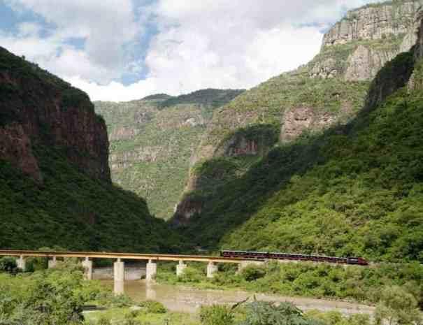 Zugreise Mexiko Bahnfahrt